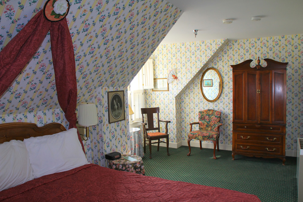 Victorian Room with One Queen